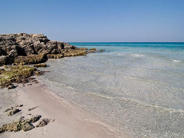 L'ultimo tratto costiero delle spiagge gallipoline e' certamente Punta del Pizzo, caratterizzato dal conosciutissimo Lido Pizzo, meta turistica che rappresenta ancora oggi un piccolo angolo di paradiso.