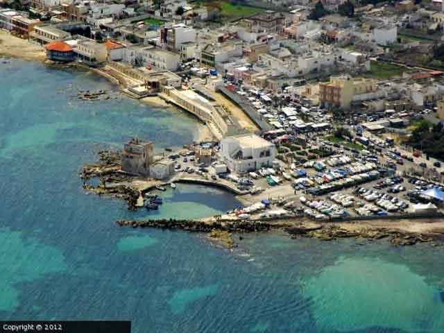 Casalabate e' una localita' marina che si affaccia sulla costa adriatica della penisola salentina.