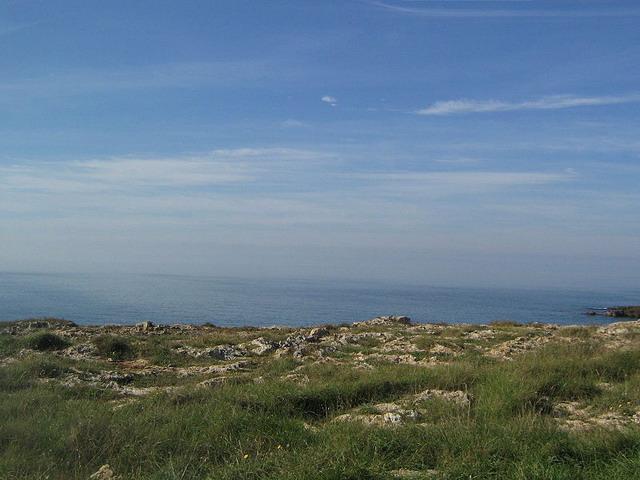 Posto Rosso e' una localita' vicina a Gallipoli e presenta una costa rocciosa immersa nel verde.