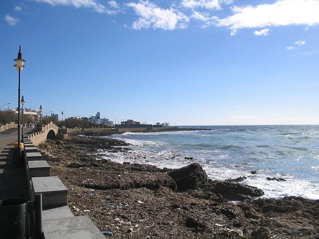 Lido San Giovanni gode di un'ottima posizione: situato tra il centro di Gallipoli e a pochi passi da Baia Verde, rinomata localita', molto famosa per la vita notturna.