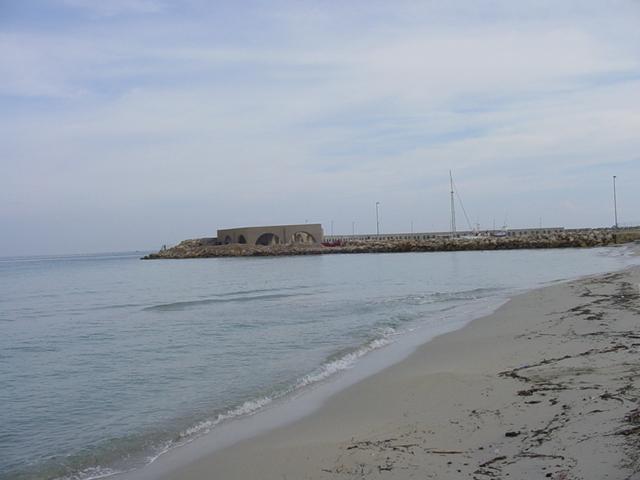 La costa di San Foca e' prevalentemente sabbiosa, con alcuni tratti rocciosi, mare azzurro e pulito.