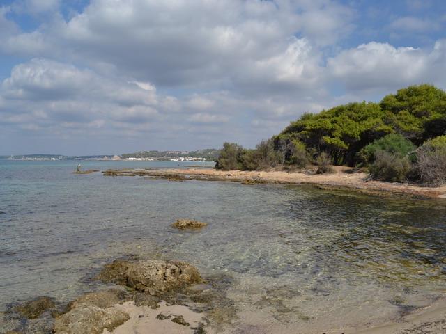 Mare azzurro e cristallino, spiaggia di sabbia bianca nel Salento, a Rivabella