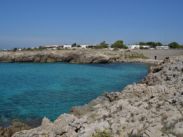 Marina di Capilungo e' il posto ideale in cui trascorrere una giornata di totale tranquillita' al mare, al riparo dalla confusione, lontani dalle ansie giornaliere ed immersi in uno scenario magico.