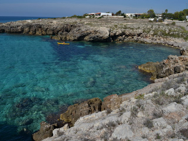 Marina di Capilungo e' situata in una posizione comoda per visitare diverse zone del Salento, molto vicina alla famosa e rinomata Gallipoli.