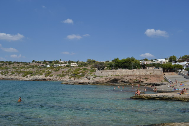 La Marina di Torre San Gregorio presenta un litorare prevalentemente roccioso ma facilmente accessibile e l'insenatura ha anche anche una spiaggetta sabbiosa.