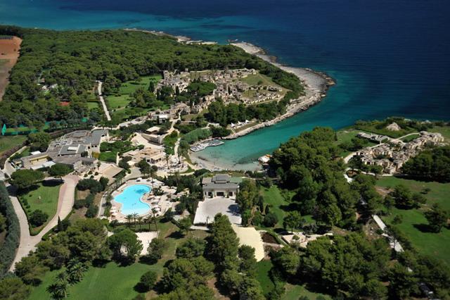 Situato sulla costa adriatica della penisola salentina, e' il comune piu' orientale d'Italia: il capo omonimo, chiamato anche Punta Palascia, a sud del centro abitato, e' il punto geografico piu' a est della penisola italiana.