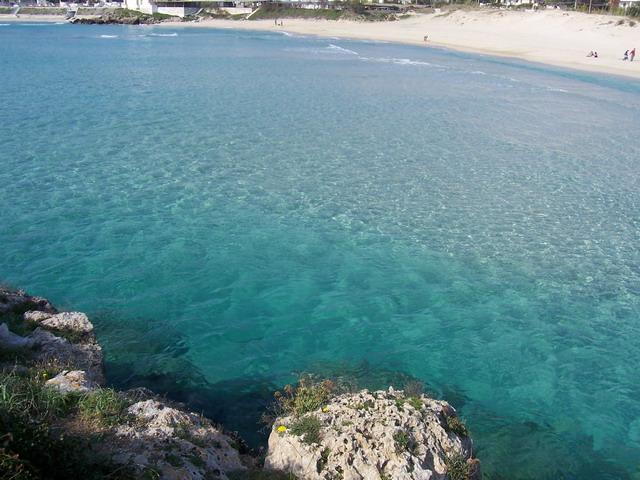 Marina di Leporano, in provincia di Taranto, sulla costa Pugliese, si affaccia sul Mar Jonio, su uno dei mari piu' puliti della costa. Leporano Marina sorge a 47 metri sul livello del mare.