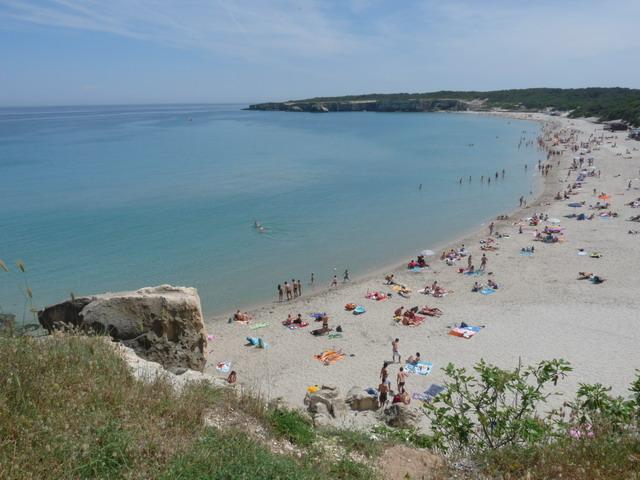 Una delle piu' belle spiagge della Puglia, Torre dell'Orso possiede una baia di poco meno di un chilometro con spiaggia finissima e dorata, mare limpido pulito e cristallino, e una pineta retrostante le dune.