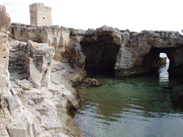 Marina Serra e' una localita' balneare della provincia di Lecce, si affaccia sulla costa adriatica e appartiene amministrativamente al comune di Tricase, da cui dista circa 2 Km.