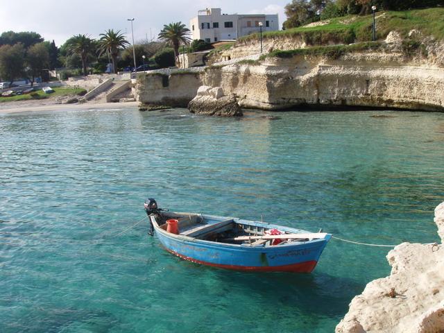Torre Sant'Andrea piccola localita' della costa adriatica, approdo di pescatori, a 2 km dalla nota localita' balneare di Torre dell'Orso, non molto distante da Otranto e circa 20 km da Lecce.