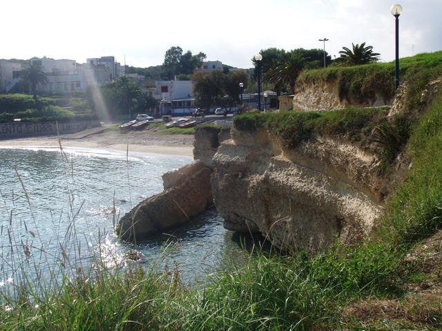 Torre Sant'Andrea localita' balneare del Salento in Puglia, frazione e marina del territorio comunale di Melendugno, in provincia di Lecce. Premiata piu' volte con la Bandiera Blu d'Europa per la limpidezza delle acque.