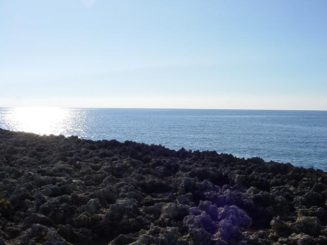 In questo tratto di costa il mare e' limpido e cristallino