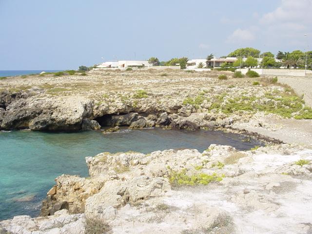 Le localita' piu' conosciute di Marina di Alliste sono Posto Rosso, Capilungo, Pilella e Torre Sinfono'. Ovunque il mare e' eccezionale, trasparente e cristallino.