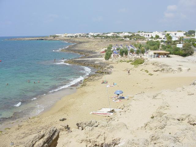 Le lunghe spiagge e lo  splendido Mar Ionio, dal colore verde cristallino, ideale per le vostre vacanze in totale relax.