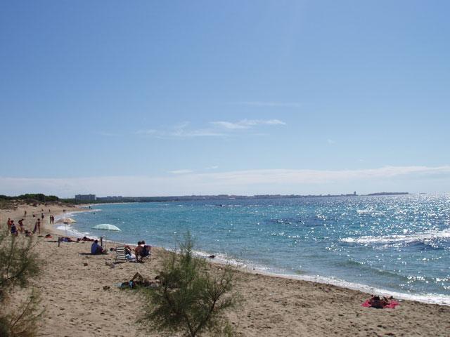 Gallipoli e' caratterizzata da un litorale basso e prevalentemente sabbioso che si chiude a Sud con Punta Pizzo ed a Nord con Lido San Giovanni.