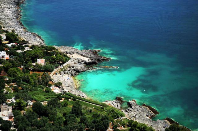 Marina di Andrano ha ottenuto nel corso degli ultimi anni piu' volte la famosa Bandiera Blu, il premio europeo che viene attribuito alle localita' che maggiormente presentano mare limpido e pulito e una costa rispettosa delle bellezze naturali.
