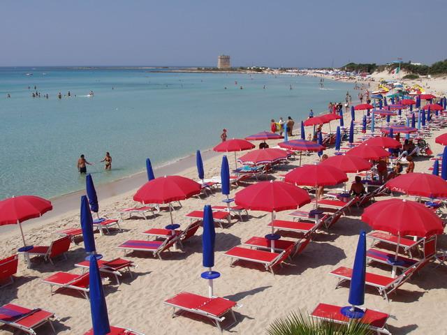 Porto Cesareo: splendida spiaggia di sabbia bianca e mere limpido e cristallino estesa su un tratto di costa di circa 20 km, offre tratti di spiaggia attrezzata alternati a tratti di spiaggia libera.