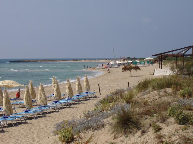 Lido Marini e' una localita' balneare situata nel basso Salento, appartenente alla provincia di Lecce, territorialmente appartenente al Comune di Ugento e per una percentuale minore di superficie appartenente al Comune di Salve.