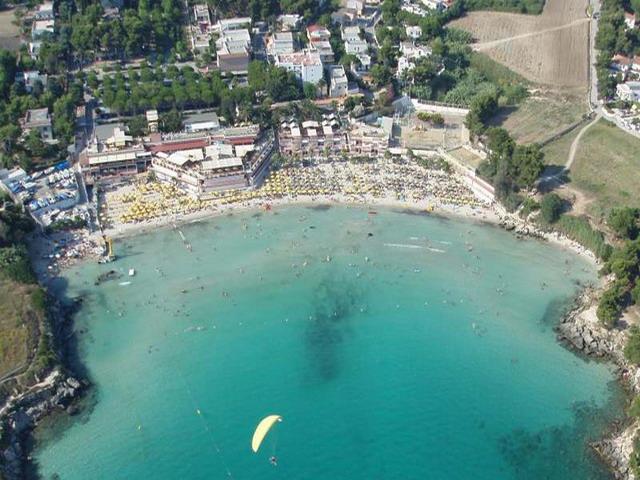 Marina di Leporano oltre alla presenza del bel mare, vanta la presenza di numerosi Bar, Ristoranti, Campeggi, Alberghi e Stabilimenti balneari.