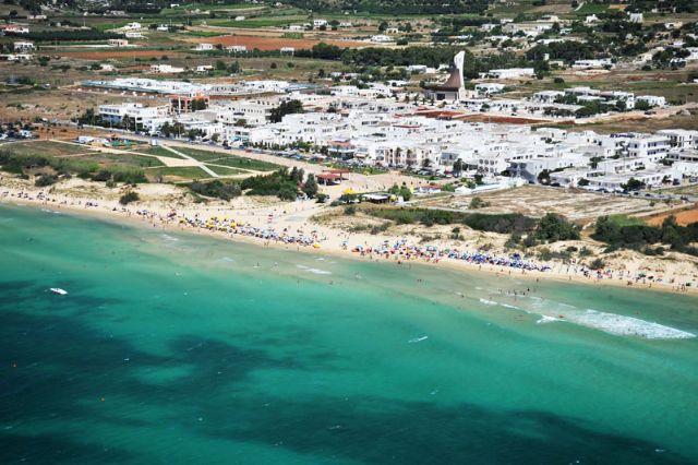 Marina di Pescoluse e' una localita' balneare della provincia di Lecce e frazione di Salve. Si trova nel basso Salento, sul tratto di costa ionica tra Torre Pali e Torre Vado