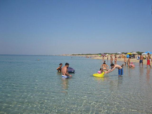 acque trasparenti frequentate dai bagnanti nei periodi estivi