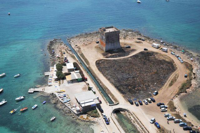 Torre Lapillo si trova a soli cinque chilometri dal centro di Porto Cesareo, marina di impareggiabile bellezza