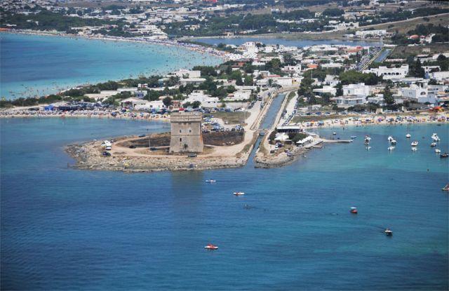 Torre Lapillo offre stabilimenti balneari, appartamenti e case vacanza, bed and breakfast, villaggi, negozi, ristoranti e servizi di ogni genere per ospitare al meglio il turista