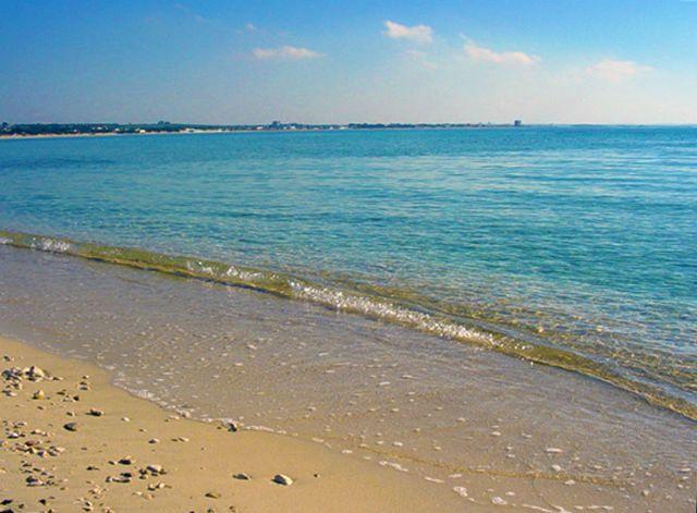 Torre Lapillo offre una lunga distesa di spiaggia di sabbia e mare limpido e cristallino