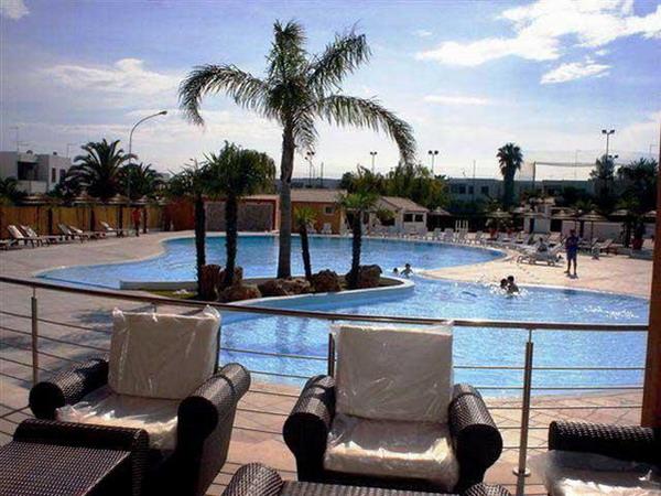 Particolare piscina del complesso turistico Eurovillage