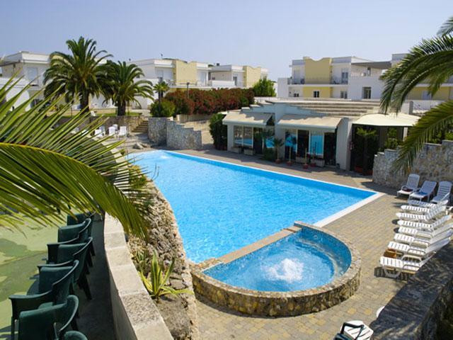 Vista dall'alto della piscina dell'Hotel