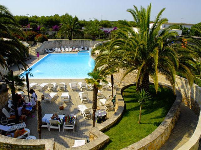 Piscina attrezzata dell'Hotel Village Koine' a soli 2 Km da Otranto