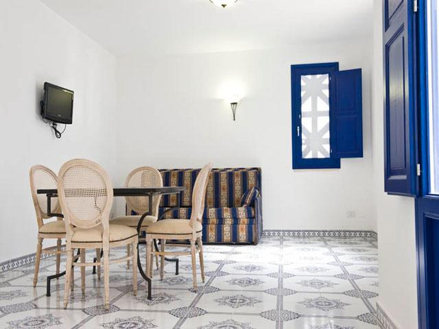 Interni finemente arredati delle case vacanza costruite in stile arabo
