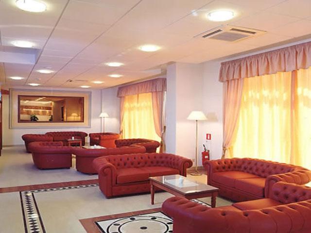 Salottini all'interno del Grand Hotel Daniela ubicato a Otranto