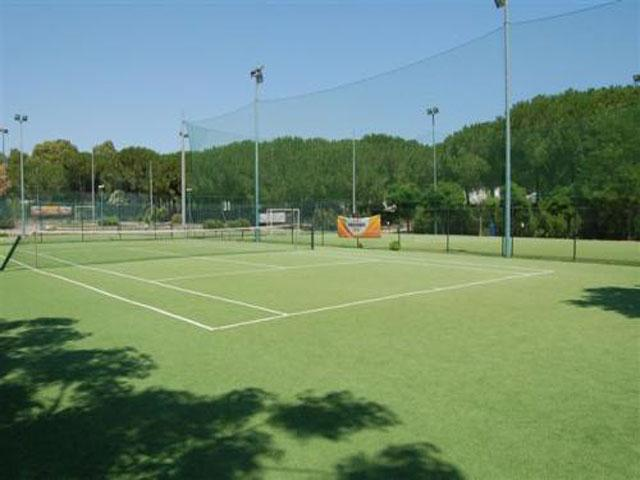 Campi da tennis e campi da calcetto presenti all'interno del Blue Area Village