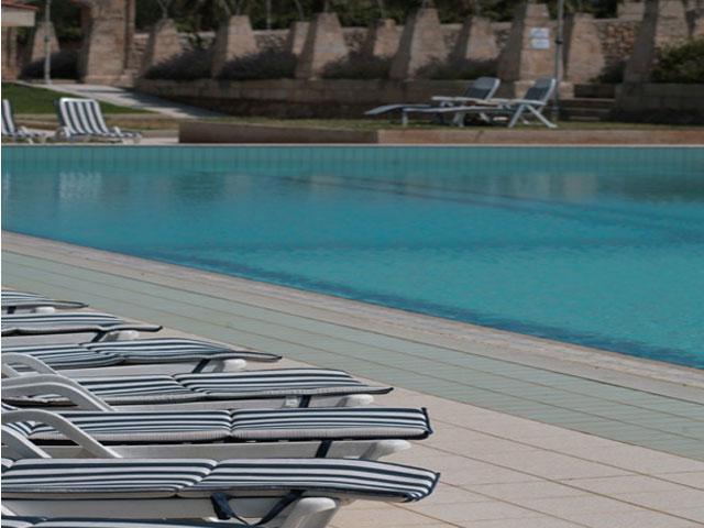 Bordo piscina attrezzato