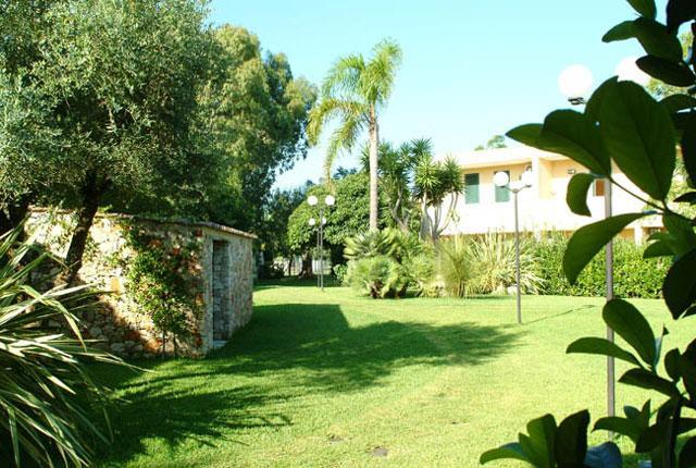 Spazio verde antistante le case vacanza