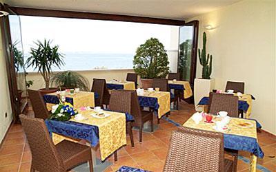 Sala per la colazione dell'Hotel Bianco a Gallipoli
