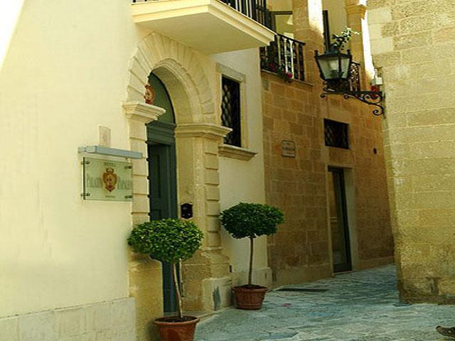 Ingresso del Palazzo Papaleo a Otranto