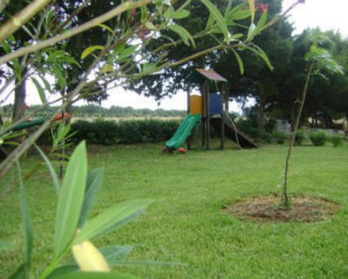 Spazio esterno con giochi per i bambini