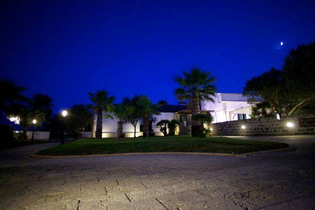 Masseria dei Monaci di notte
