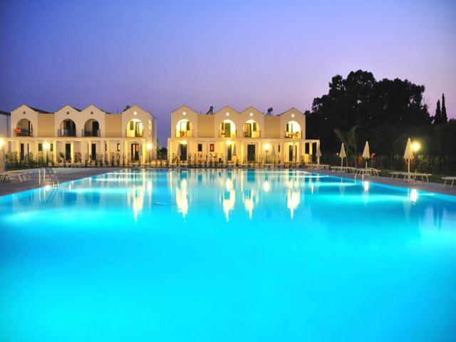 La incantevole piscina del Blumare Club Village di Frassanito, Otranto