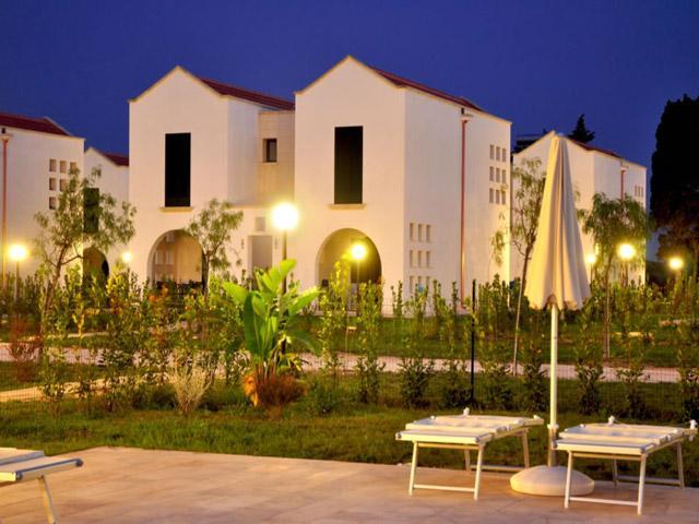 Spazi esterni attrezzati nel Blu Mare Village a Frassanito