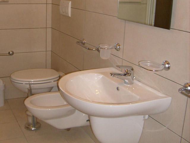 Bagno privato con box doccia e bidet
