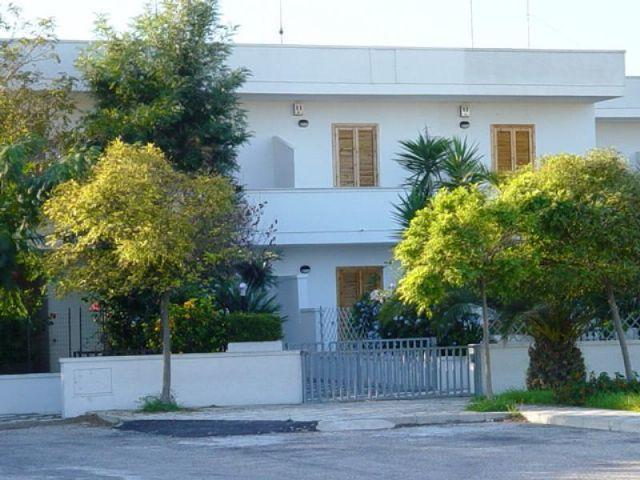 Esterni villette a Torre dell'Orso, una localita' turistica dell'Adriatico a pochi km da Otranto.