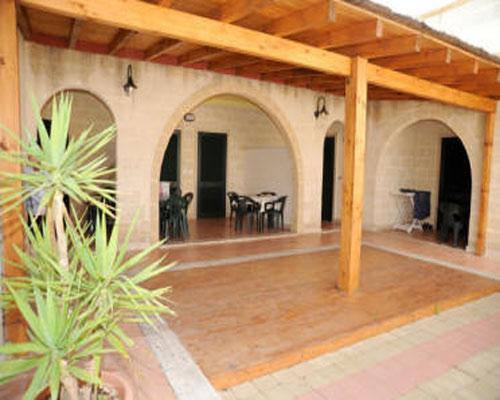 Spazi antistanti gli alloggi del Residence La Masseriola