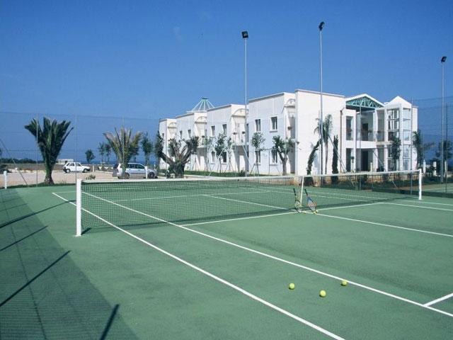 Villaggio provvisto di campi da tennis