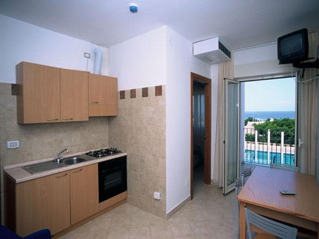 Appartamenti con soggiorno provvisto di angolo cottura