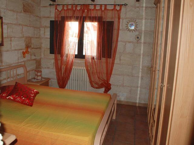 Camera da letto matrimoniale del primo trilocale