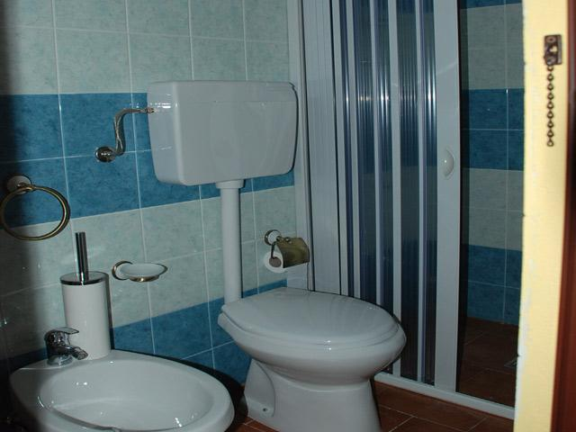 Bagno con box doccia del quarto trilocale