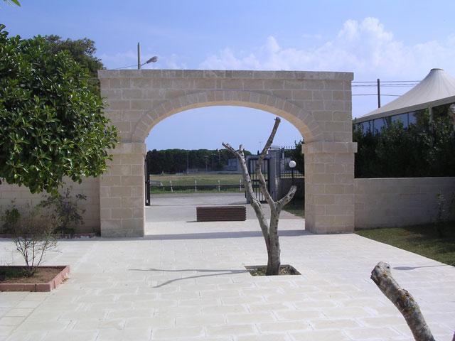 Ingresso al Residence La Pineta in Salento